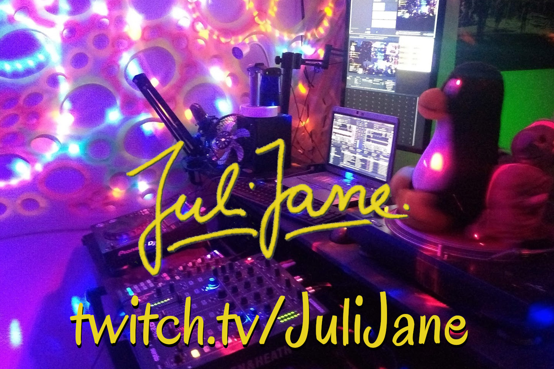 JuliJane Brings Techno and Authenticity to her Streams & Tracks