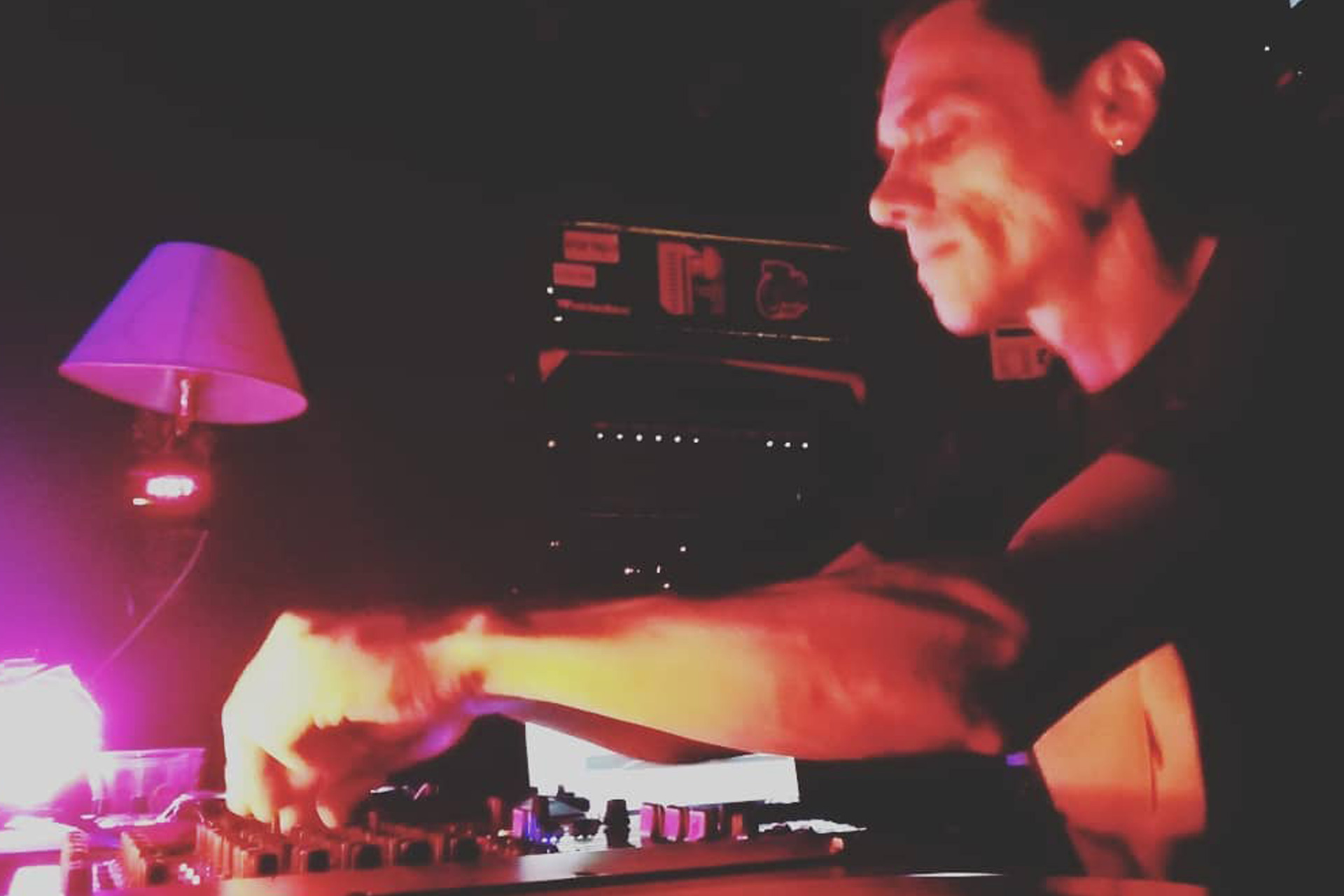 Stuntproject: Creating an Intense Psychedelic Adventure on Twitch and in Clubs